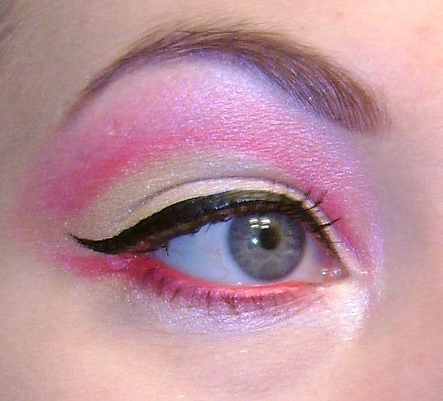 Shimmering eye makeup