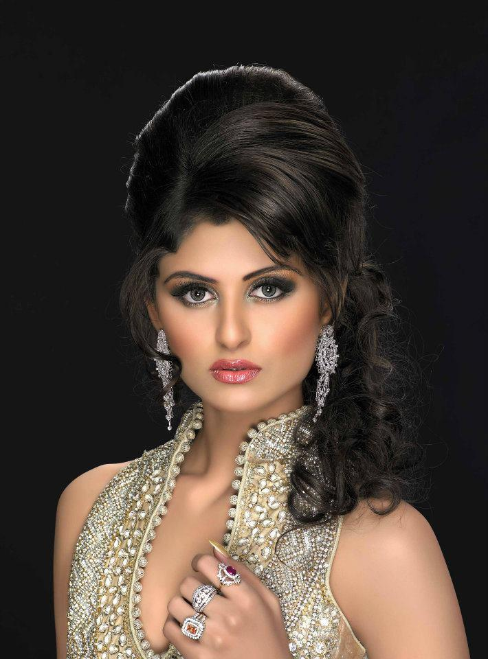 Asian bridal makeup hairstyle and jewelry 03