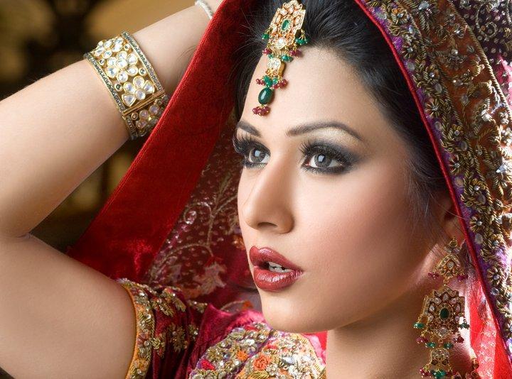 Mehndi Bride Makeup : Pakistani bridal stylecry dresses women wear makeup