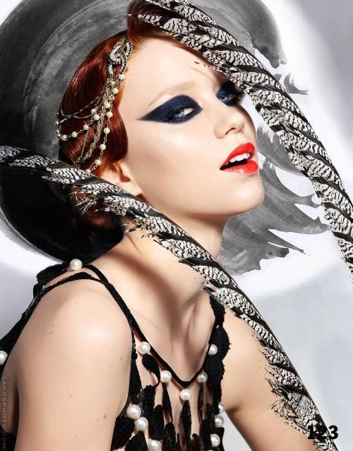 Stylish Women`s Cat Eyes Makeup