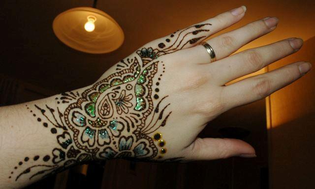 Alluring Hand Mehndi Designs 2012
