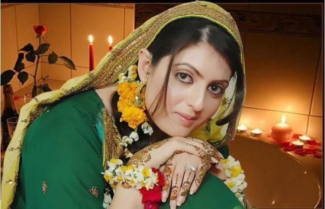 Mehndi Bridal With Matha Patti : Pakistani bridal multi color mehndi outfits stylecry