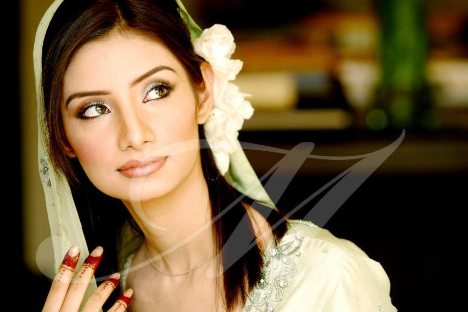 Bridal Mehndi Dress And Makeup – Perfect Look 11 ...