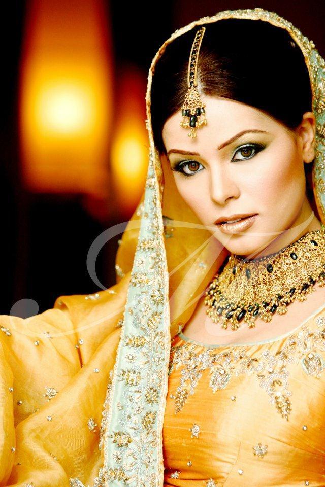 Mehndi Makeup And Dress : Bridal mehndi dress and makeup perfect look