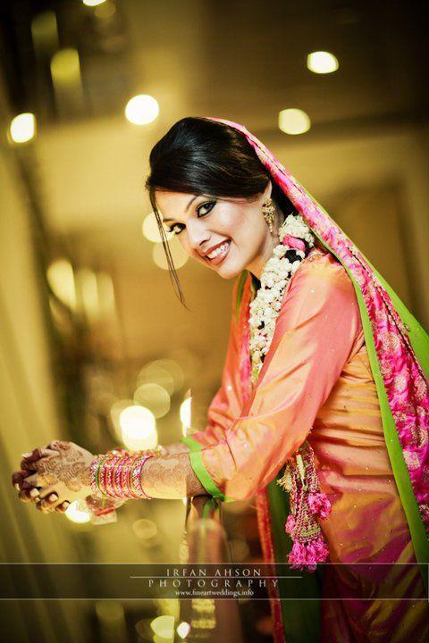 Bridal Mehndi Dress And Makeup Perfect Look 8 Stylecry Bridal Dresses Women Wear Makeup