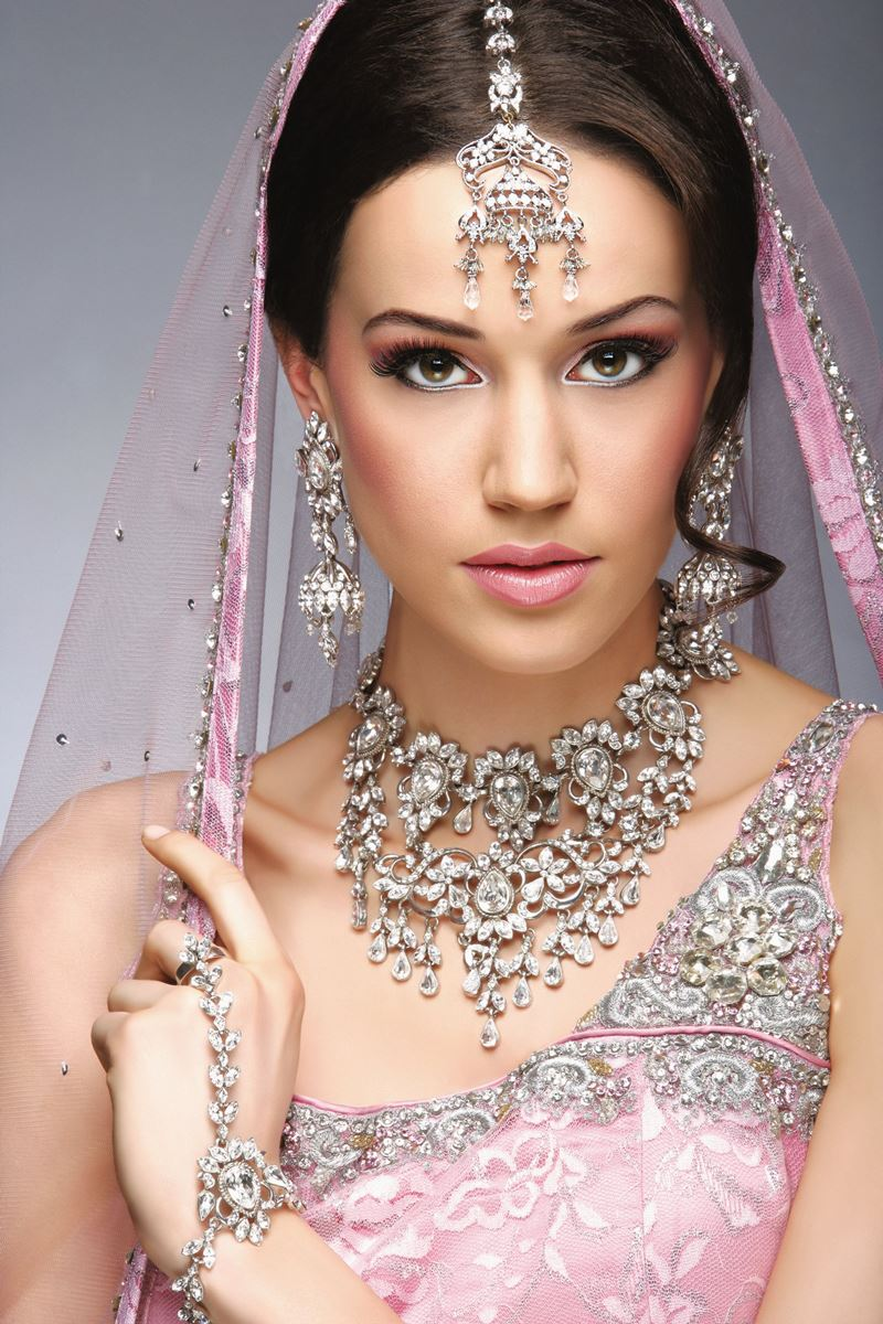 Bridal Eye Makeup And Hairstyle For Wedding Day 11 StyleCry Bridal