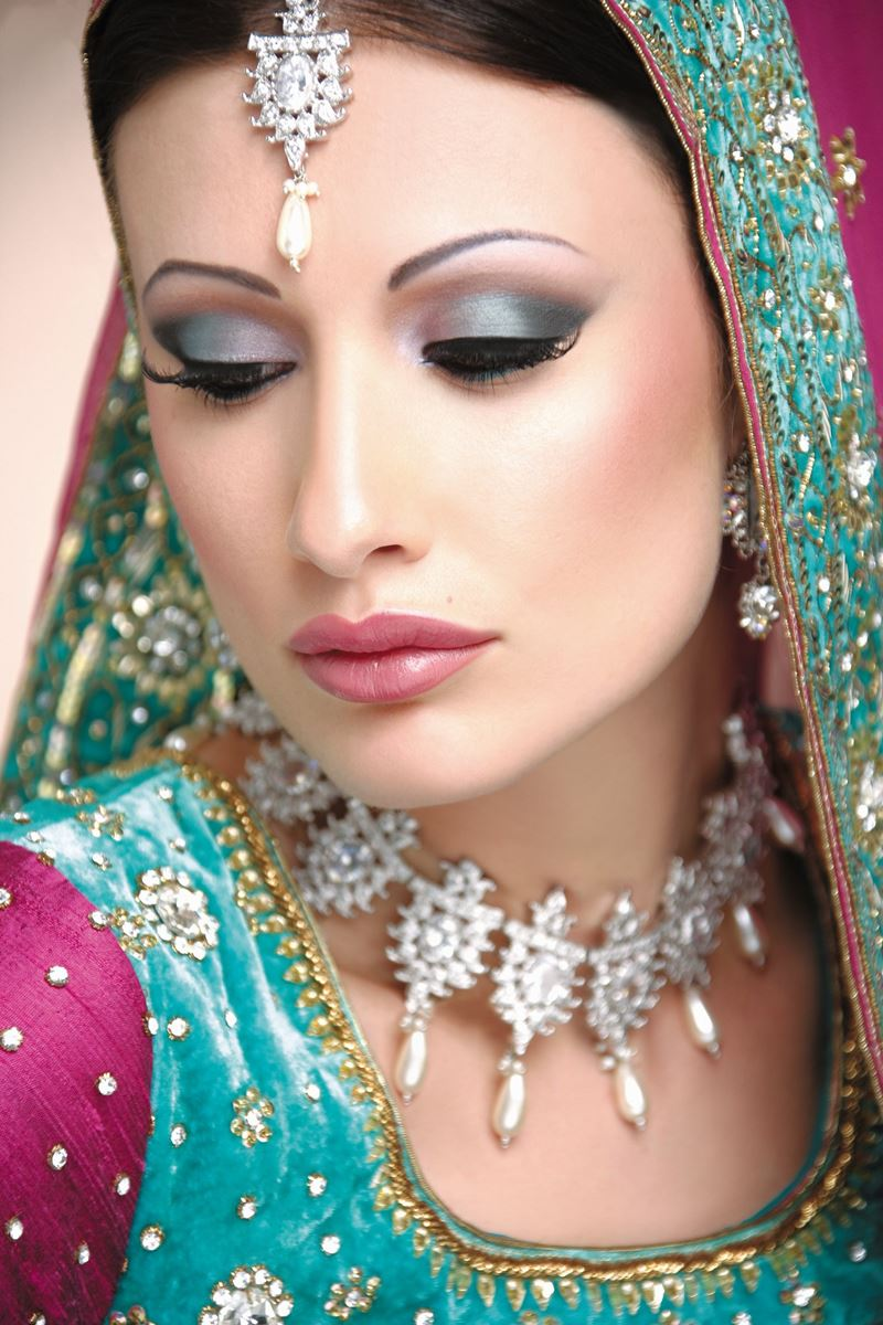 bridal eye makeup and hairstyle for wedding day | fashionstylecry