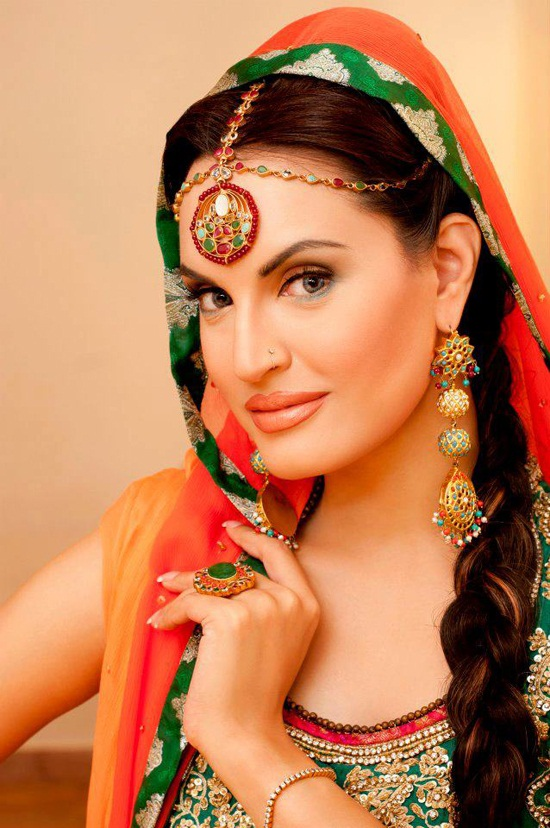 Nadia Hussain New Makeup Look And Jewelry are in new style and trend.all makeup and jewelry are over the top and beautiful . - Nadia-Hussain-Makeup-And-Jewelry-1