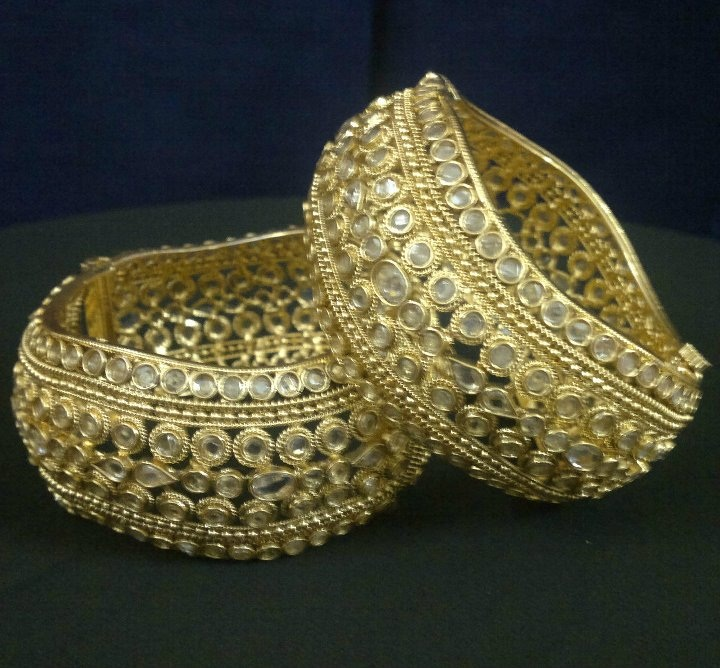 White Goled Bangles for Bridal 2 | StyleCry: Bridal Dresses, Women ...
